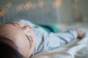 Enfant couché
