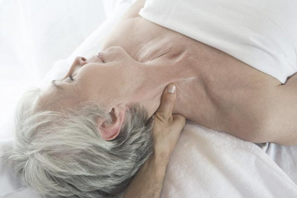 Ostéopathie : quels bienfaits pour les seniors ?